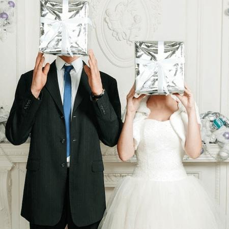 Tặng quà cưới là một cách hay thay cho những bao đỏ đã quá nhàm chán