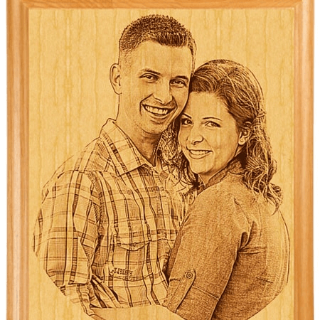 Ảnh cưới bằng gỗ khắc laser là món quà tặng cô dâu chú rễ độc đáo