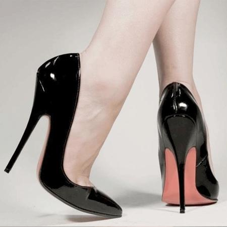 Tặng giày cao gót cho sếp nữ