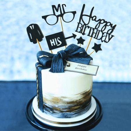Bánh sinh nhật vô cùng đẹp mắt với thiết kế mới lạ và sang trọng