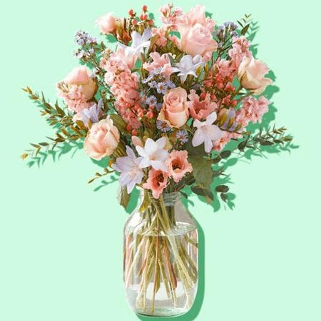 Bó hoa màu sắc nhẹ nhàng sang trọng làm ảnh chúc mừng sinh nhật
