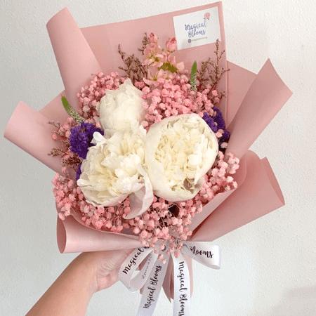 Những bó hoa màu sắc trang nhã luôn dễ làm say lòng phái yếu