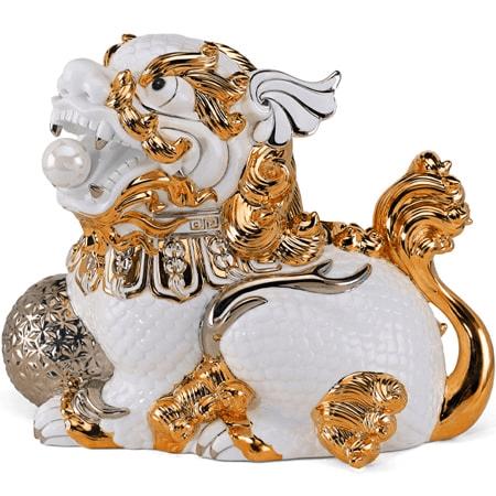 tượng kỳ lân dát vàng