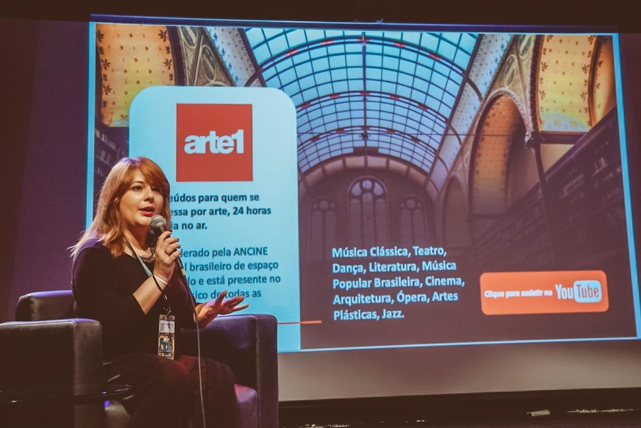 Janaína Tadeu, gerente de aquisições e conteúdo do Arte1