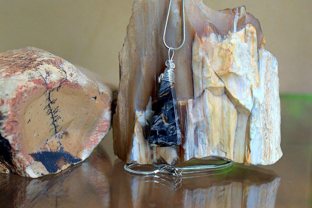 semi precious gemstone pendant with cloudy pattern silver wire cap
