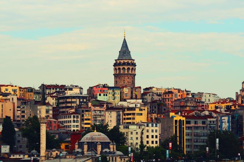 نجم اسطنبول بالعربي