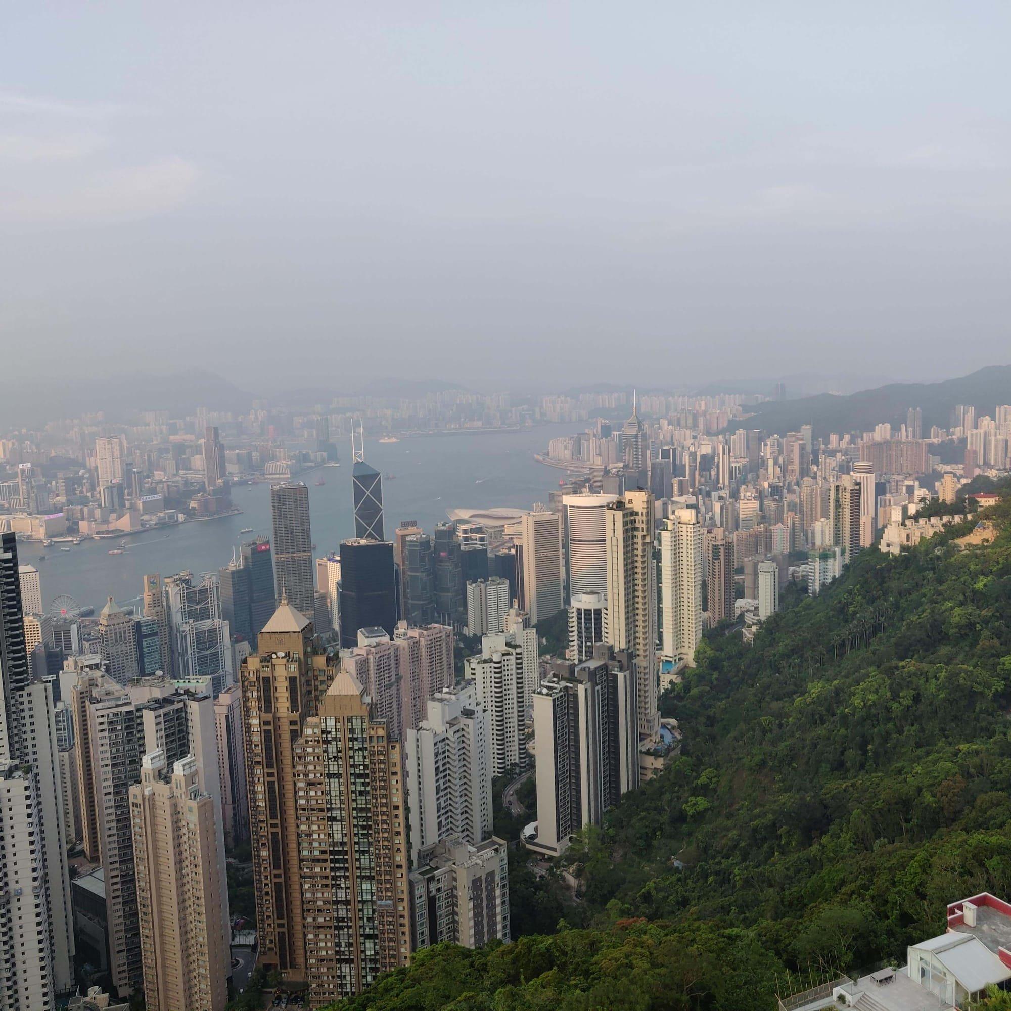 רוית רדיאן, בין ים ושמיים, אימון עסקי, אימון לשינוי, אימון אישי, הונג קונג