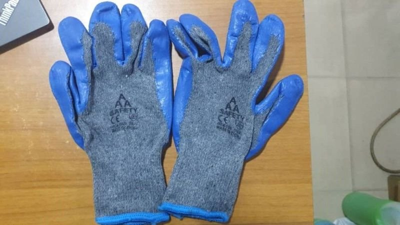 Blue Nitrile Ultra Rubber Safety Hand Gloves.