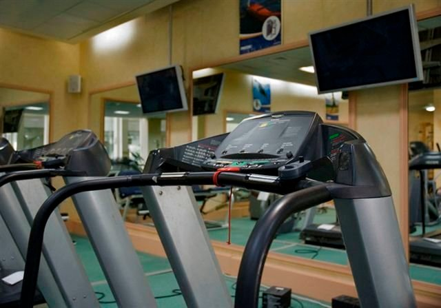 חדרי כושר ואולמות ספורט