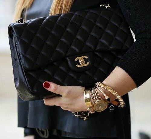Chanel Classic 10″ กระเป๋าแบรนด์ในตำนาน