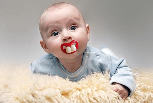 טיפת שיניים עם שיניים