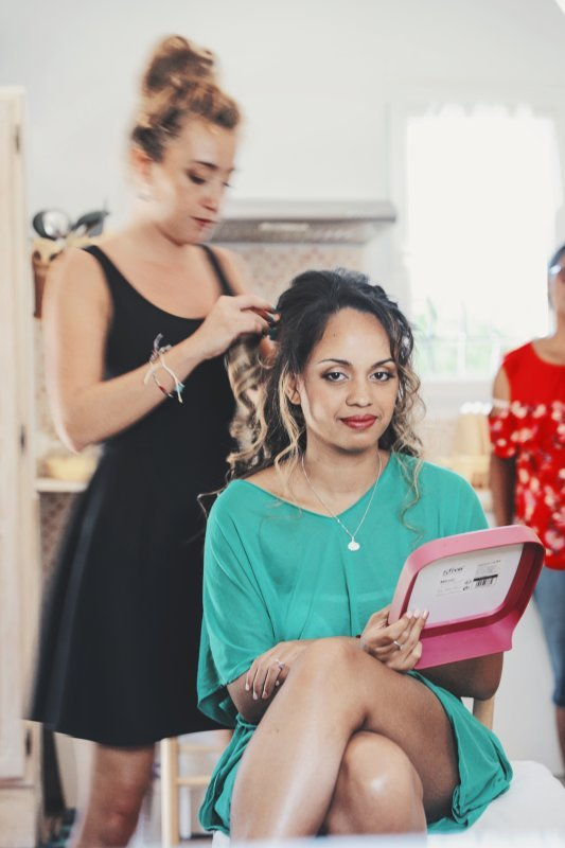 Maquillage et coiffure peau métisse