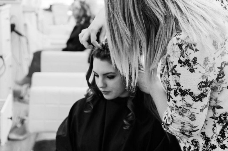 A Guide for Finding the Best Cosmetology School for You