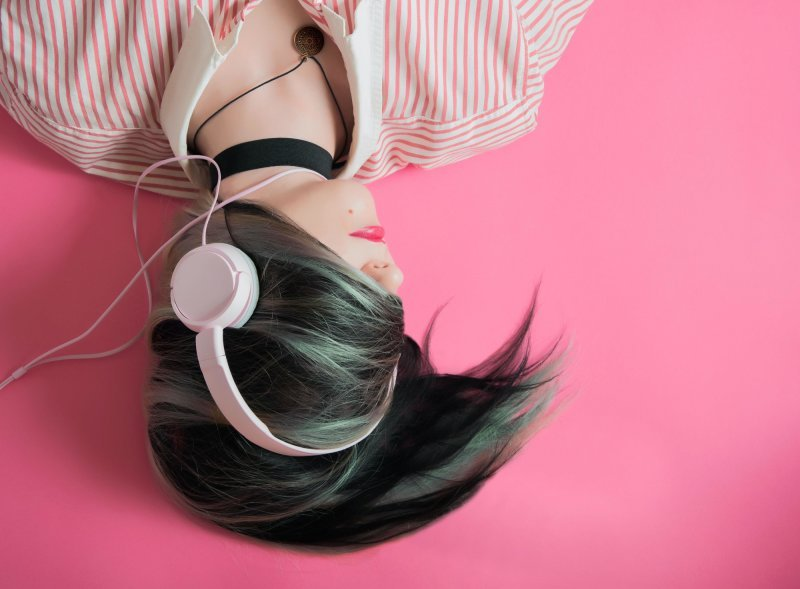 ADD MUSIC BREAKS TO YOUR WORK