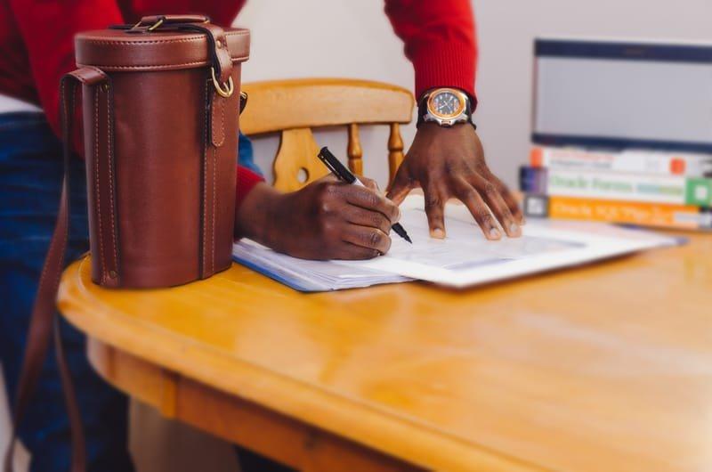 מסמכי עסק/חתימת חוזים