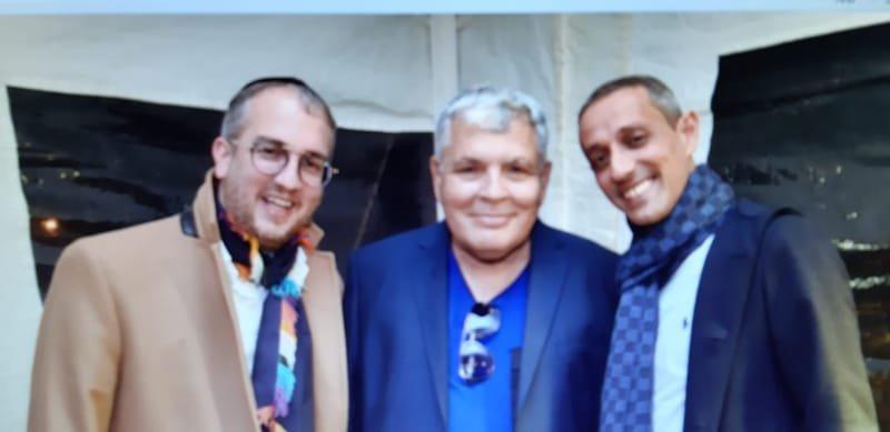 אפינגר יוחאי ואלחנן ליזירובוץ עם יחיאל אבו - מחייכים ונהנים בטקס הנחת אבן פינה פארק הייטק אשדוד