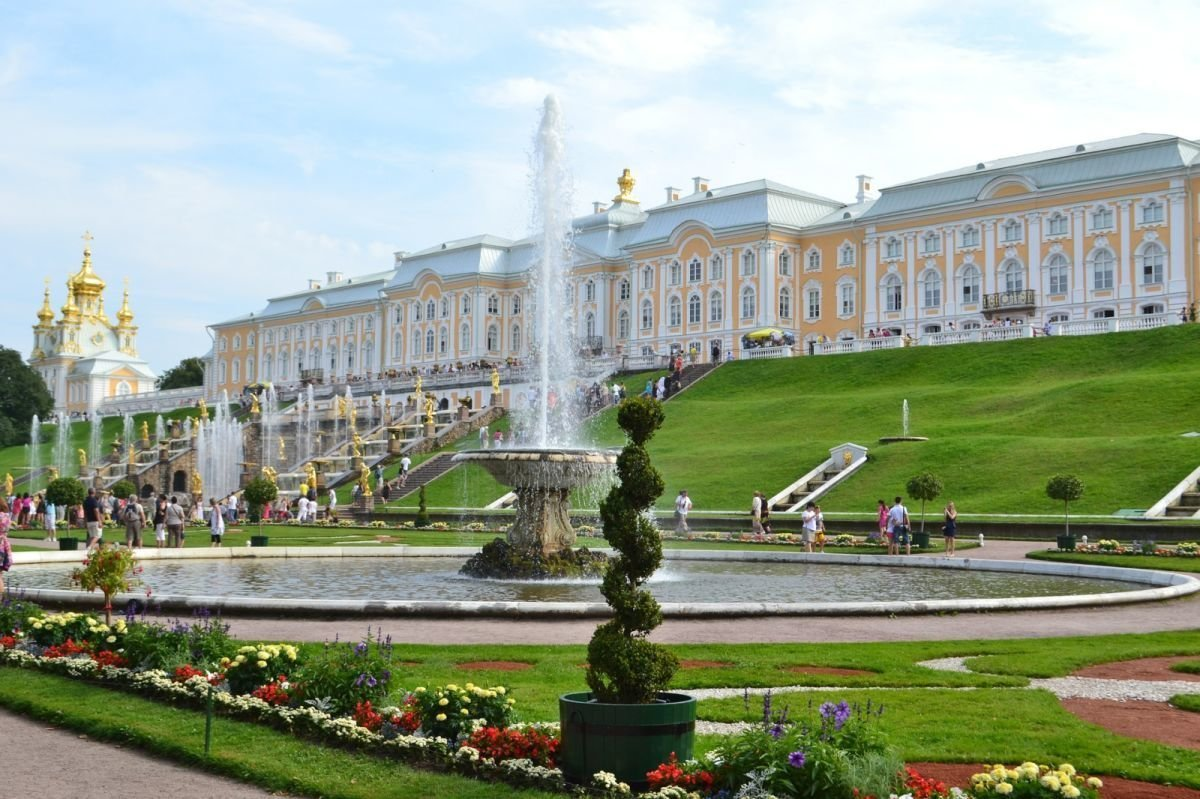 Peterhof Taxi in St Petersburg
