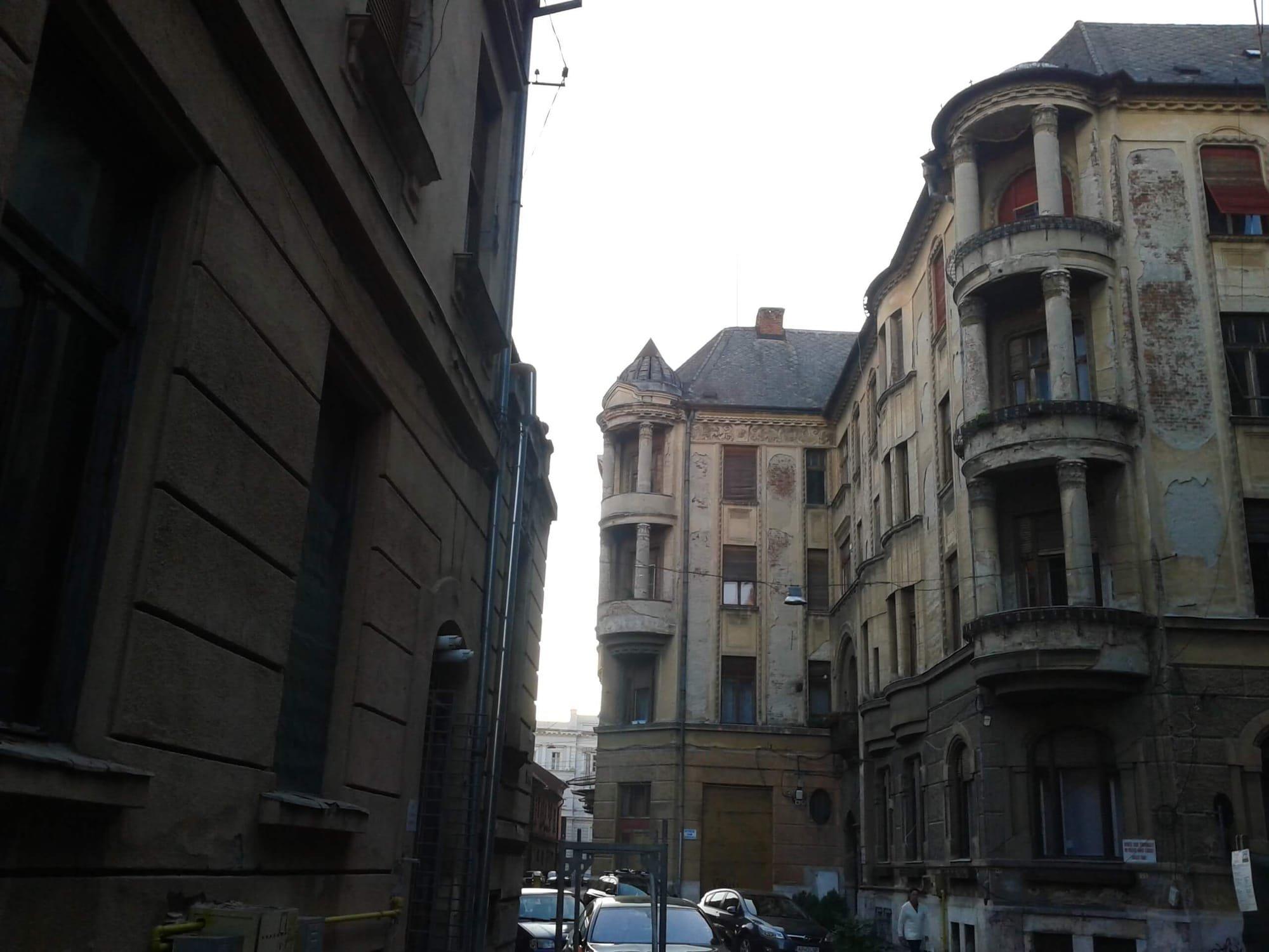 coltul Palatului Bohus cu intrarea principala