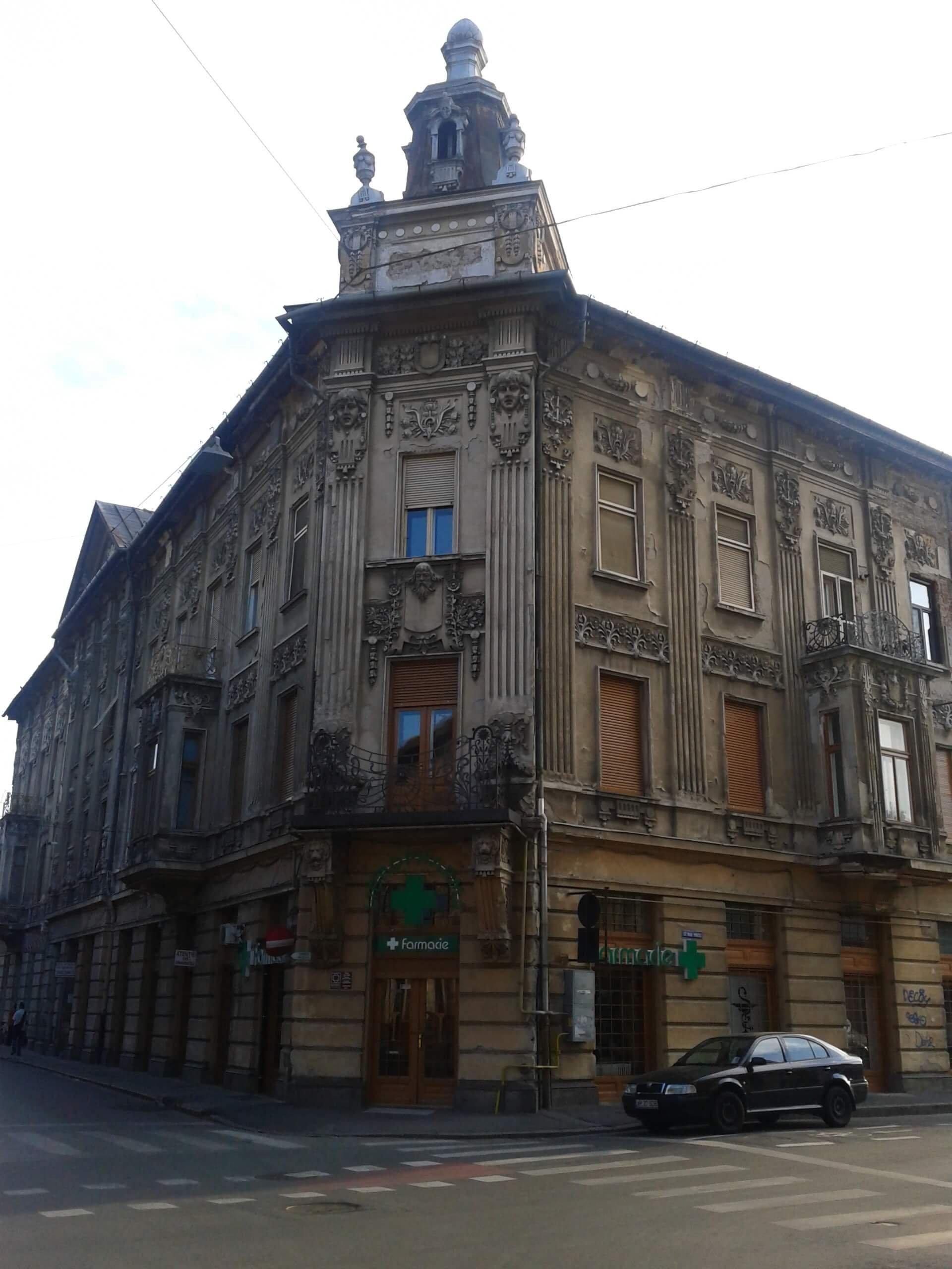 Aradi Földes palota